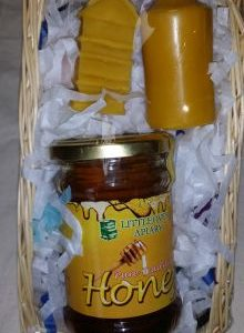 Traditional honey/candles gift pack